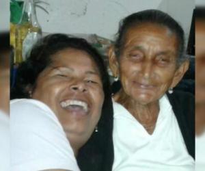 Minga (derecha), junto a su hija, quien reside en Venezuela.