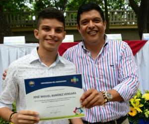 El Rector Pablo Vera Salazar entregó una distinción al estudiante José Miguel Ramírez por su excelente desempeño en las Pruebas Saber Pro 2016.