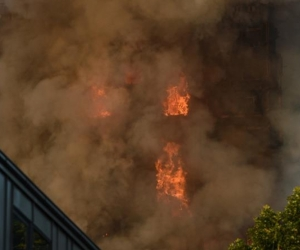 Imagen del incendio en La Torre Grenfell en Lancaster West Estate en Londres.