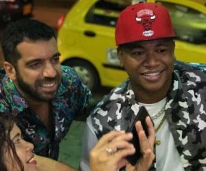 El cantante cartagenero 'Papo Man' junto al senador Arturo Char en el rodaje del video 'No Hay Money'.