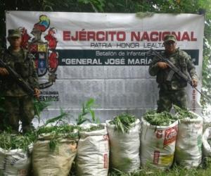 Los bultos de droga fueron incautados por las autoridades.