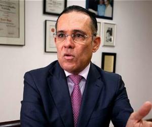 Efraín Cepeda, senador.