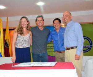 Las entidades firmaron un convenio que tiene como objetivo garantizar a través de la educación la renovación urbana de Pescaito y mejorar la calidad de vida de dicha comunidad.