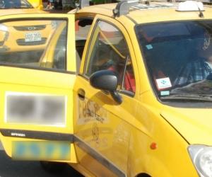 Los taxistas de la ciudad están ayudando para encontrar a los familiares de la señora.