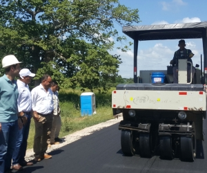 Avanza la pavimentación en la vía Piñuela – Pivijay.