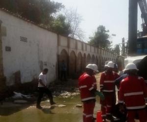 Operarios de la Essmar y Veolia, lograron atender y superar el daño presentando en un manhol de la calle 22 entre carreras 6 y 7.