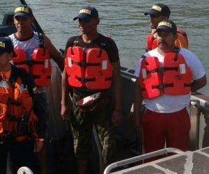 Tripulantes a su llegada a la Estación de Guarda Costa Santa Marta