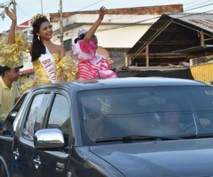La caravana d 'Festival está en la calle' estuvo liderada por actual Emperatriz de la Cumbia, Yariyán Lobo Luquetta y la Emperatriz Infantil, Amada Sandrith Carrascal Pedrozo.