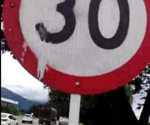 Alteración de señal de tránsito en la vía Ciénaga - Fundación