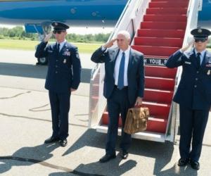 El Vicepresidente de EEUU llega al aeropuerto Rafael Núñez, de Cartagena, después de las 3:00 pm.