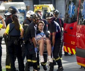 Personal del socorro trabajó el día del atentado en la evacuación rápida de los heridos.