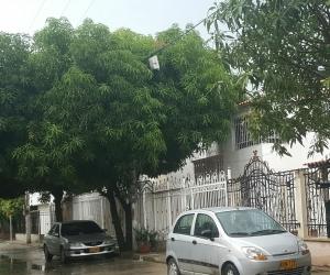 A través de las redes sociales los samarios reportaron la lluvia, sector de Villas de Alejandría, el cielo sigue nublado en Santa Marta.