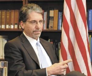 Kevin Whitaker, embajador en Colombia
