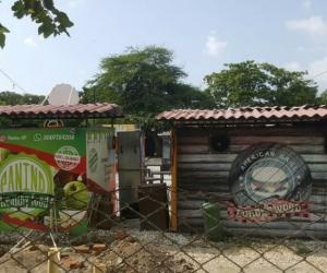 En contenedores fusionan los diferentes establecimientos de comida.