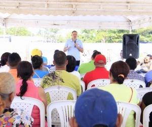 Edgardo Pérez, alcalde de Ciénaga, socializando la continuación del Parque del Sol