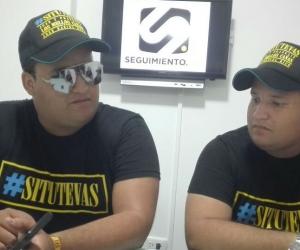 Juan y Franklin Cañas  durante su visita a seguimiento.co