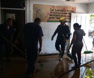 El Cuerpo de Bombero presta la ayuda necesaria en los sectores afectados.