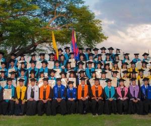 La Plazoleta Los Almendros de la Universidad del Magdalena fue epicentro para la graduación de 572 jóvenes.
