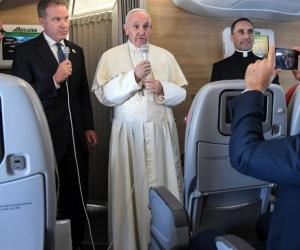 Papa Francisco, en rueda de prensa durante el vuelo de regreso