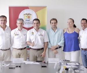El alcalde Víctor Rangel López, acompañado de los asistentes a la sección de 23 23 de la jornada de OCAD del Río.