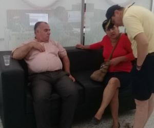 El usuario que sufrió el cuadro epiléptico se sentó a descansar después de la emergencia.