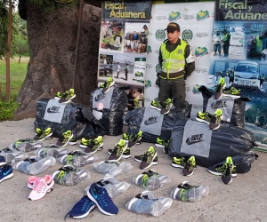Mercancía de zapatos incautada en la 'Y' de Ciénaga