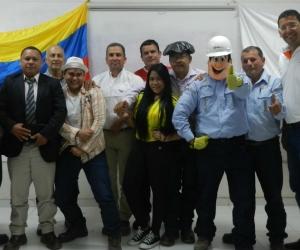 Empleados que participaron en el más reciente curso de expresión oral.