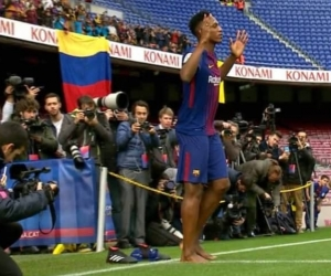 Yerry Mina descalzo.