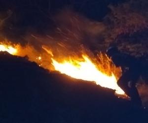 Incendio en el cerro el Ziruma.