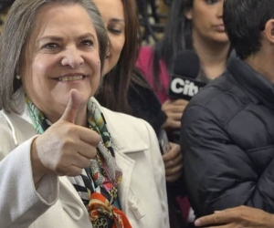 Clara López.