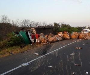 Una imprudencia al parecer le habría costado la vida a un motociclista en la mañana de este miércoles en la vía Santa Marta - Barranquilla.