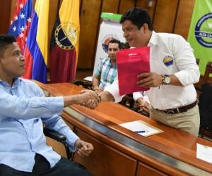 Licenciado Jorge Apreza y Rector Pablo Vera.
