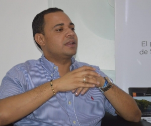 El representante a la Cámara Carlos Mario Farelo durante su visita a Seguimiento.co
