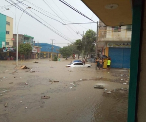 La carrera 19 se inundó por el fuerte aguacero del martes.