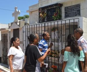 Familia encontró la tumba sola.