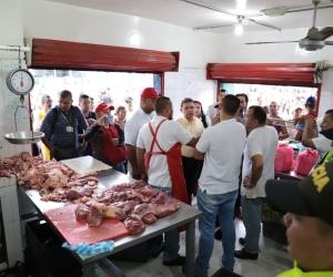 En el mercado público de Santa Marta fueron capturadas tres personas e incautaron 416 kilos de carne.