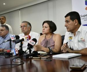 La Superindente de Servicios Públicos, Natasha Avendaño, se reunió con gobernadores y representantes de Electricaribe.