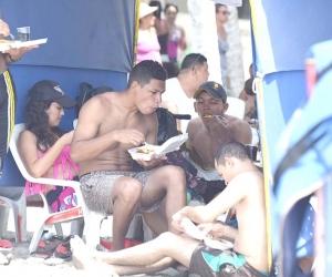 El consumo de alimentos y bebidas en las playas de Santa Marta está prohibido.