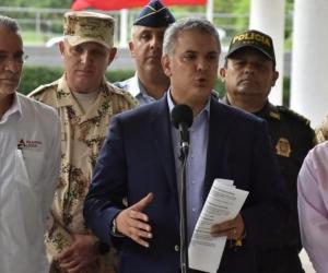 Presidente Iván Duque, lo acompañan el Gobernador del Atlántico y el Ministro de la Defensa.
