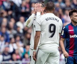 Los jugadores del Real Madrid Gareth Bale (i) y Karim Benzema.