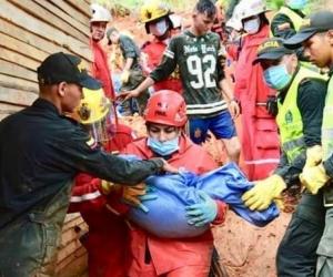 Seis personas murieron este domingo por un deslizamiento generado por las lluvias que sepultó tres casas de un asentamiento de Barrancabermeja.