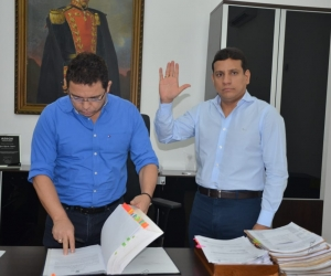 Jorge Agudelo se posesionó ante el alcalde Rafael Martínez.