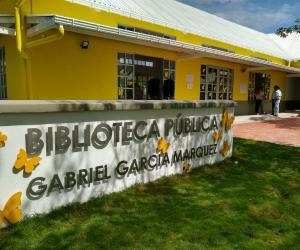 La biblioteca pública Gabriel García Márquez rinde homenaje al fallecido Nobel de Literaruta.