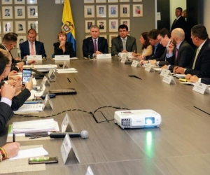 El Presidente Duque y la Ministra de Trabajo Alicia Arango, con la Comisión de Concertación.