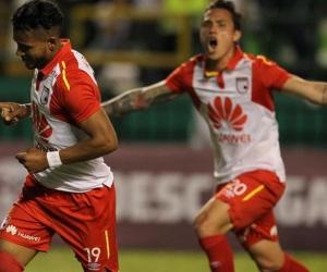 Jugadores de Santa Fe celebrando el primer gol.