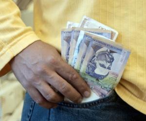 El aumento debe ser del 6.7% para que los colombianos continúen consumiendo los mismos productos de la canasta familiar y no se sienta en el bolsillo.