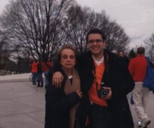 El presidente Iván Duque en compañía de su fallecida abuela Stella Tono.