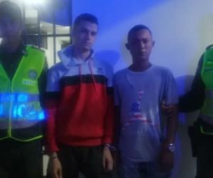 Humberto José Juárez Muñoz y Néstor José Bravo Briñez, quienes serían los responsables de atracar a un taxista en el barrio Pescaíto.