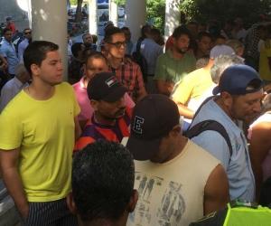 Desde tempranas horas de este jueves, aficionados al Unión Magdalena se encuentran a las afueras de la sede administrativa del club.