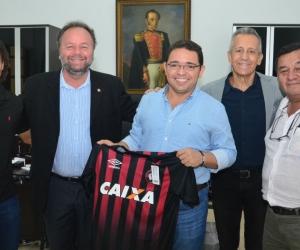 Directivos del club Paranaense se reunieron con el Alcalde.
